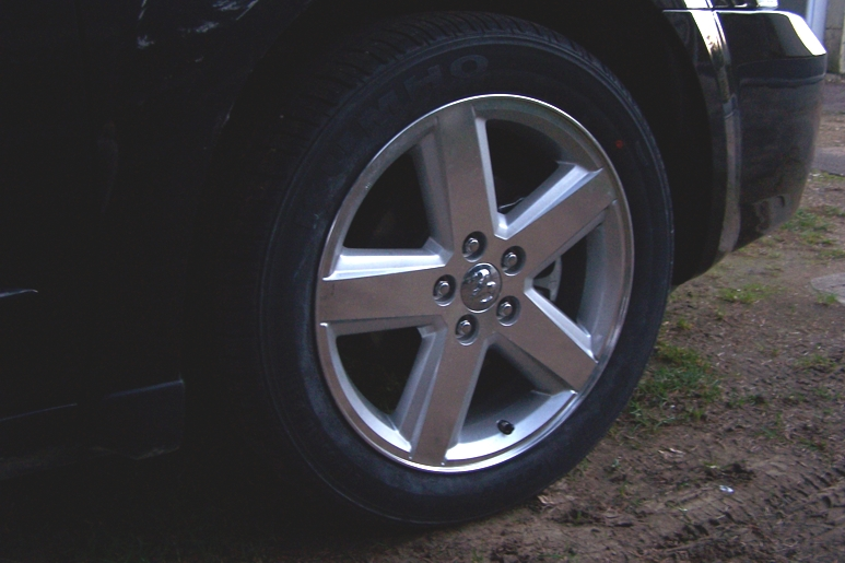 Deux roues à changer sur une Avenger... 080302063038232641781474