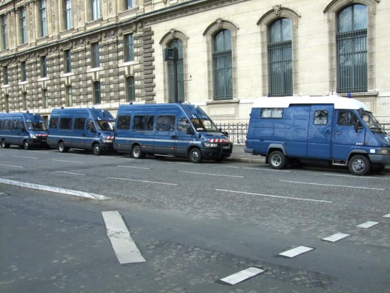 La Flamme traverse Paris......... 080414101812142181948779