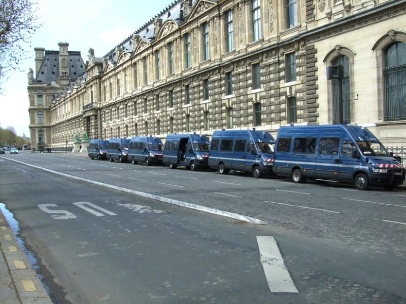 La Flamme traverse Paris......... 080414102009142181948789