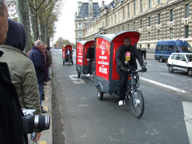 La Flamme traverse Paris......... 080414102310142181948807