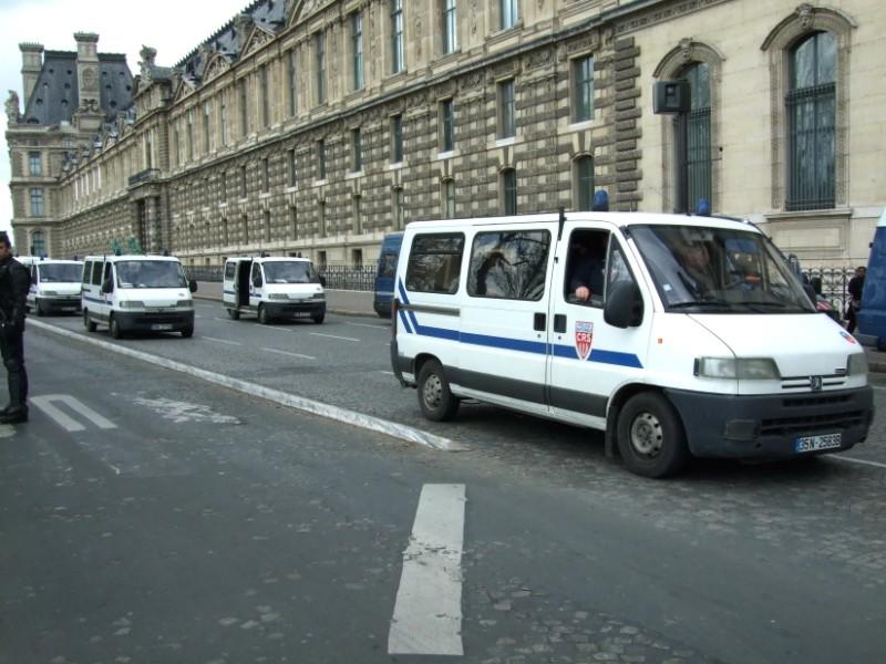La Flamme traverse Paris......... 080414102703142181948830