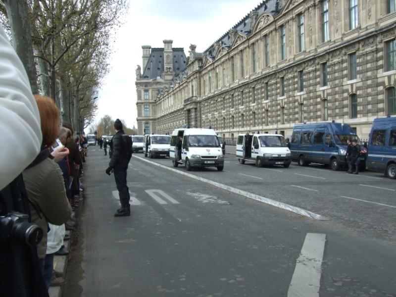 La Flamme traverse Paris......... 080414102837142181948843