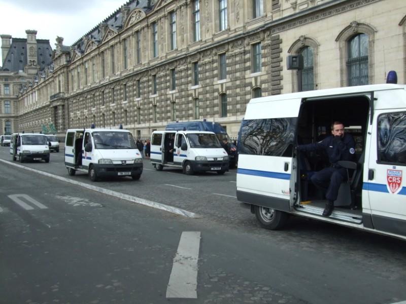 La Flamme traverse Paris......... 080414102909142181948848
