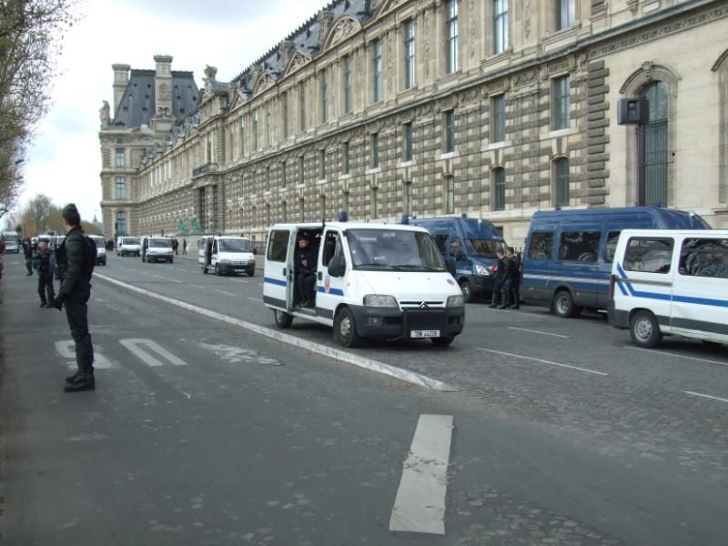 La Flamme traverse Paris......... 080414102937142181948850
