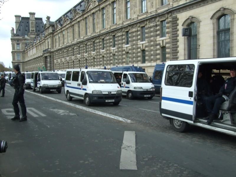 La Flamme traverse Paris......... 080414103006142181948856