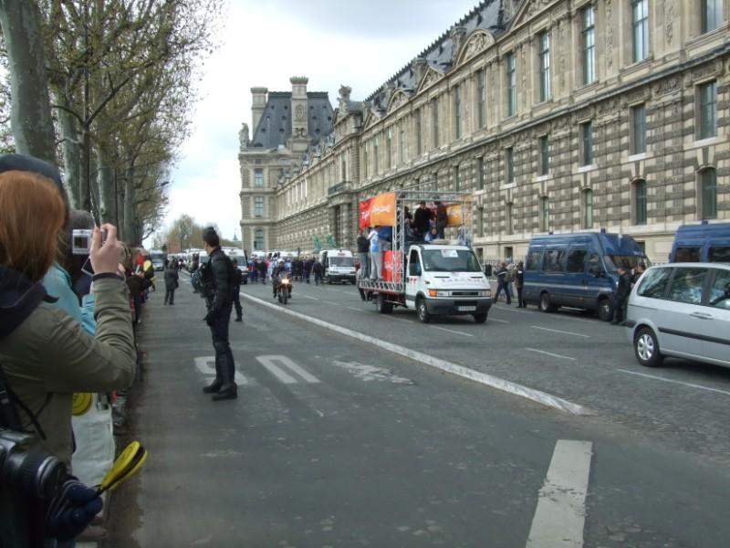 La Flamme traverse Paris......... 080414103314142181948871