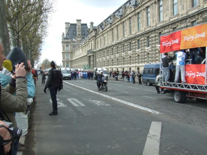 La Flamme traverse Paris......... 080414103430142181948881