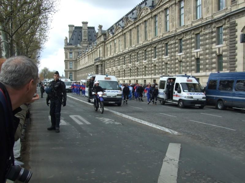 La Flamme traverse Paris......... 080414103609142181948889