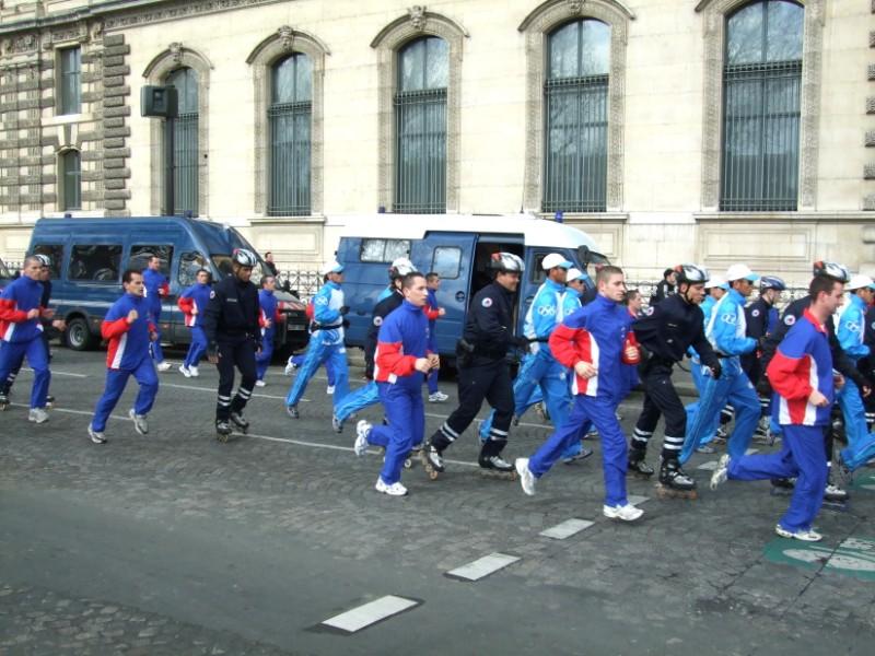 La Flamme traverse Paris......... 080414103808142181948898