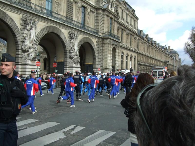 La Flamme traverse Paris......... 080414103932142181948905