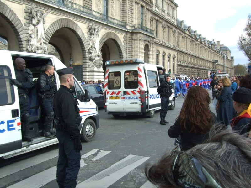 La Flamme traverse Paris......... 080414104057142181948913