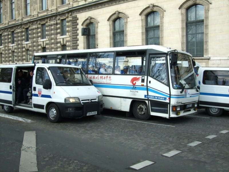 La Flamme traverse Paris......... 080414104216142181948920