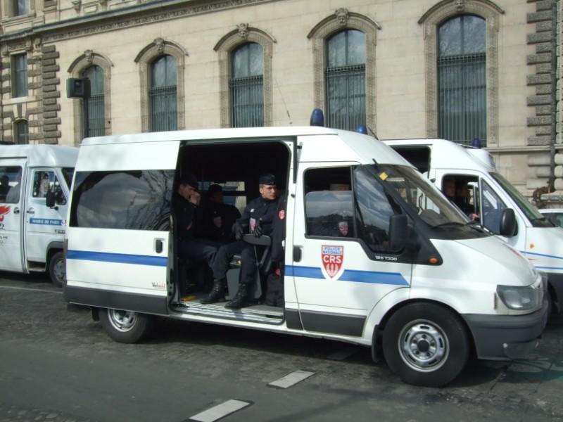 La Flamme traverse Paris......... 080414104305142181948927