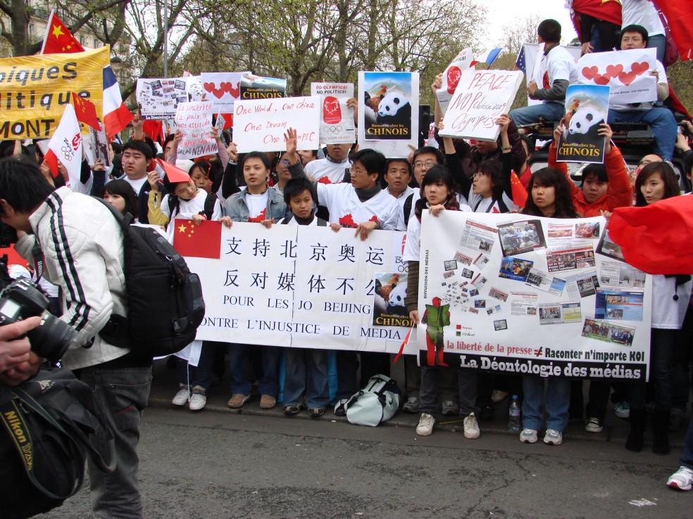Les Chinois envisagent un boycott des produits français... - Page 2 080419100155142181968845