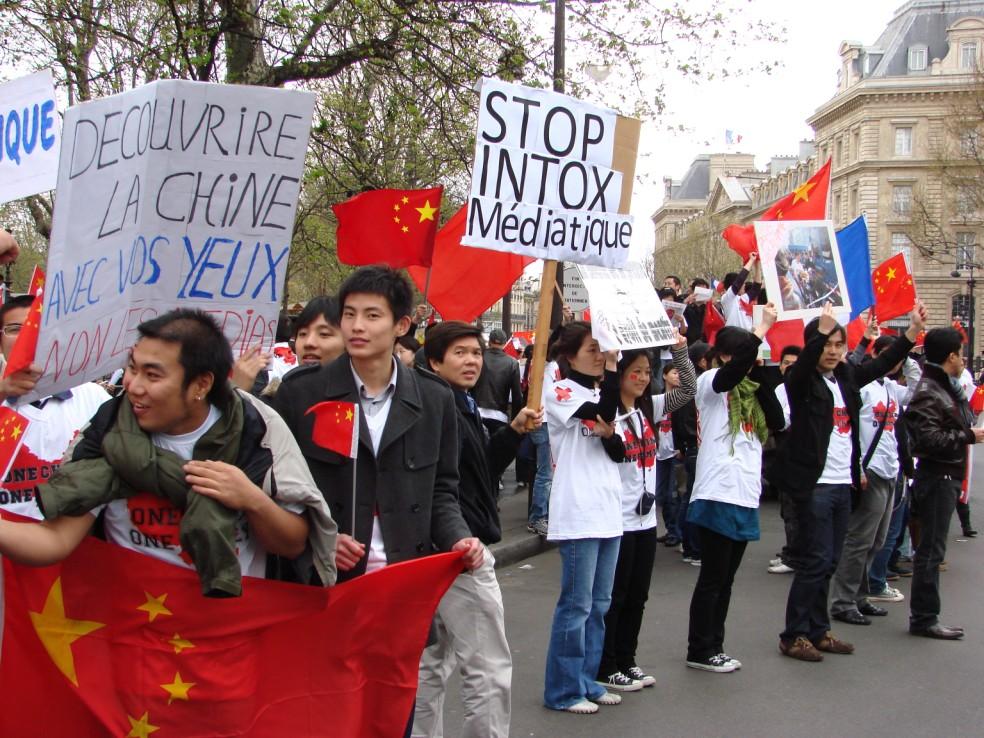 Les Chinois envisagent un boycott des produits français... - Page 2 080419100301142181968851