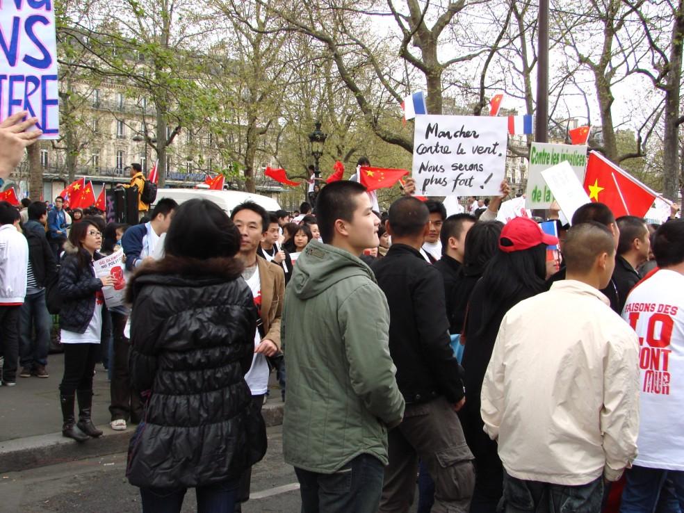 Les Chinois envisagent un boycott des produits français... - Page 2 080419101004142181968893