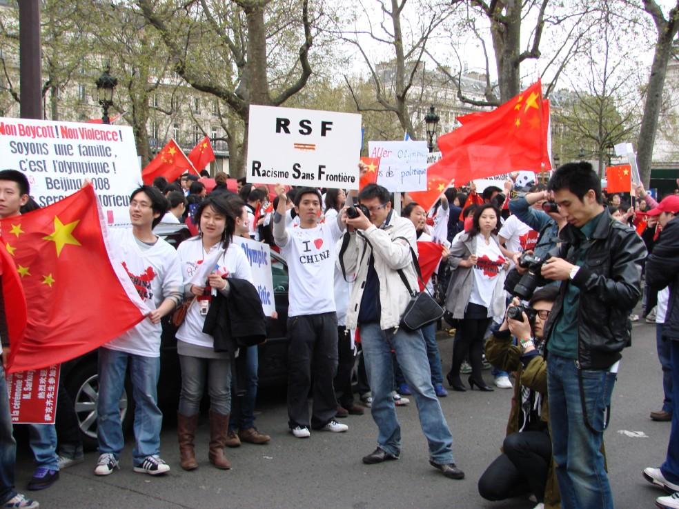 Les Chinois envisagent un boycott des produits français... - Page 2 080419101035142181968899