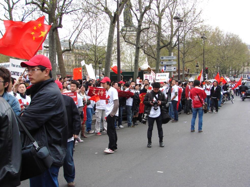 Les Chinois envisagent un boycott des produits français... - Page 2 080419101129142181968902