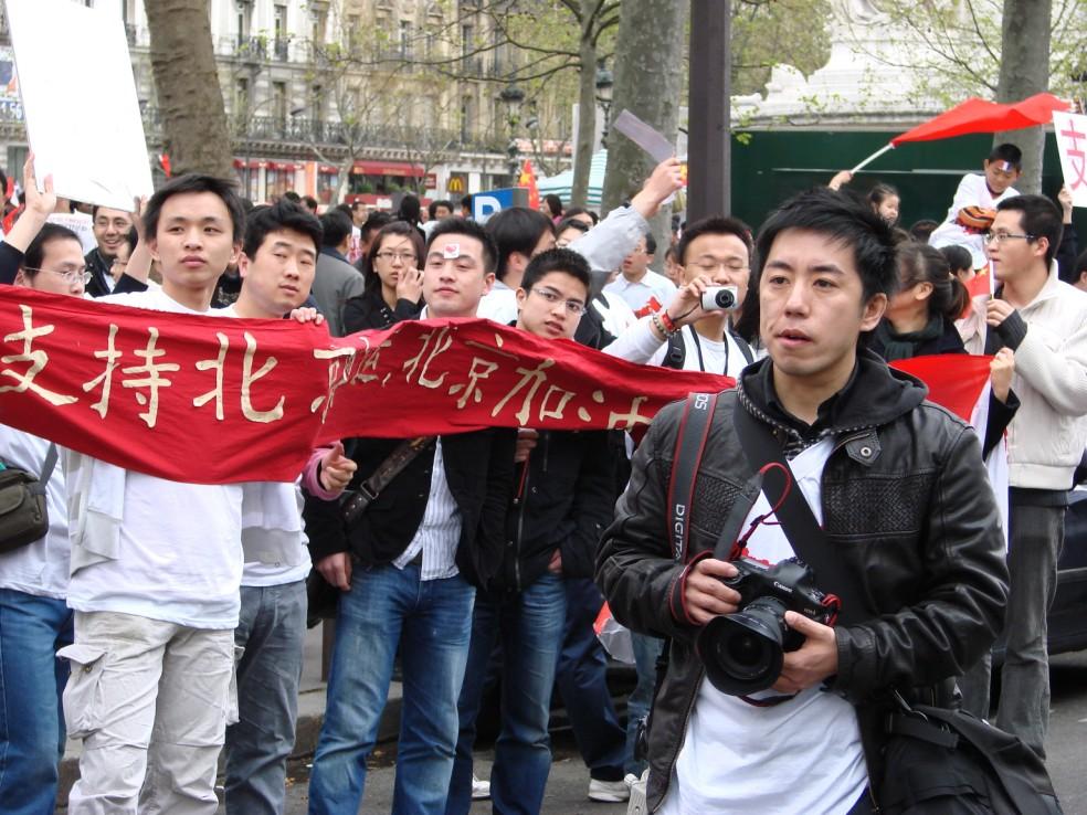 Les Chinois envisagent un boycott des produits français... - Page 2 080419101342142181968909