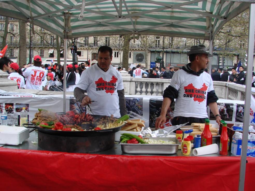Les Chinois envisagent un boycott des produits français... - Page 2 080419101537142181968915
