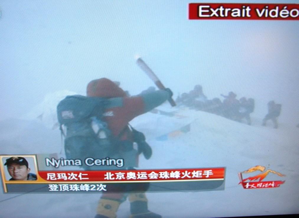 Aucunes TV occidentales > la flamme des J.O./Everest 080508111720152142043988