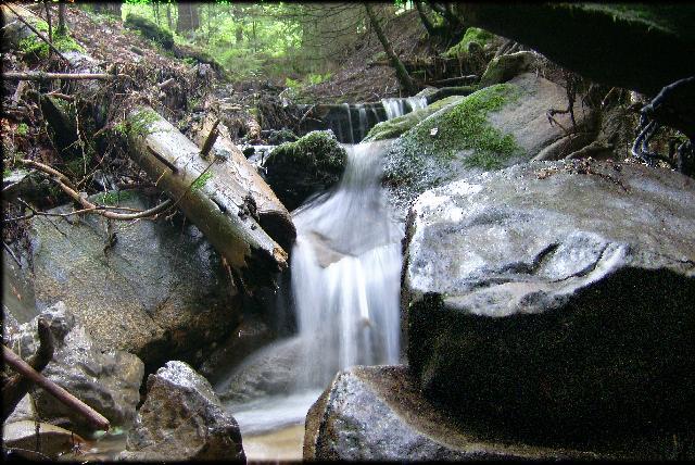 Une cascade, le bruit de l\'eau, nos sens en eveille 081204065559468092835715
