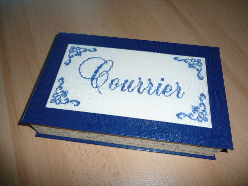 Une Boite Courrier Bleue Titine Et Le Point De Croix