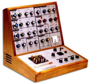 Le synthétiseur VCS-3 premier modèle commercialisé