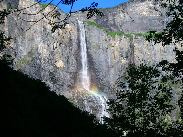 Une cascade, le bruit de l\'eau, nos sens en eveille 090126084911468093058440