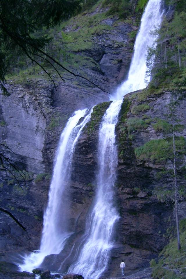 Une cascade, le bruit de l\'eau, nos sens en eveille 090126085524468093058510
