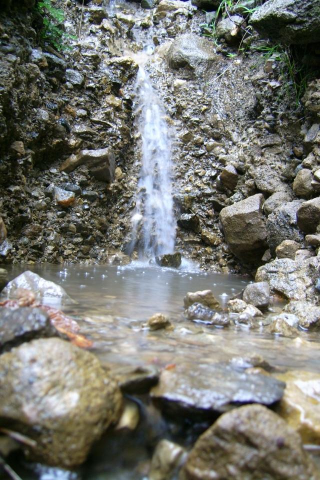 Une cascade, le bruit de l\'eau, nos sens en eveille 090126085912468093058519