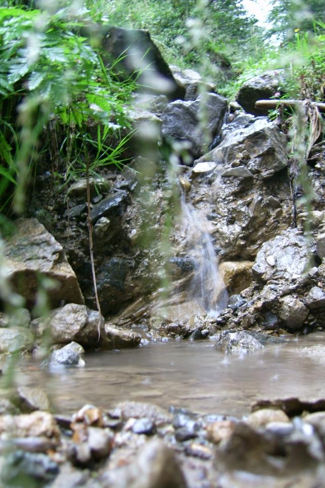 Une cascade, le bruit de l\'eau, nos sens en eveille 090126090250468093058532
