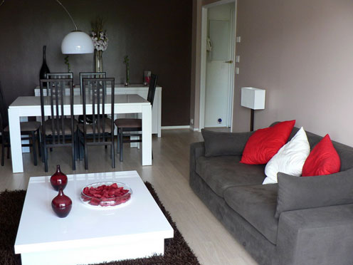 aide pour couleur papier peint et sol lino dans un salon. Black Bedroom Furniture Sets. Home Design Ideas