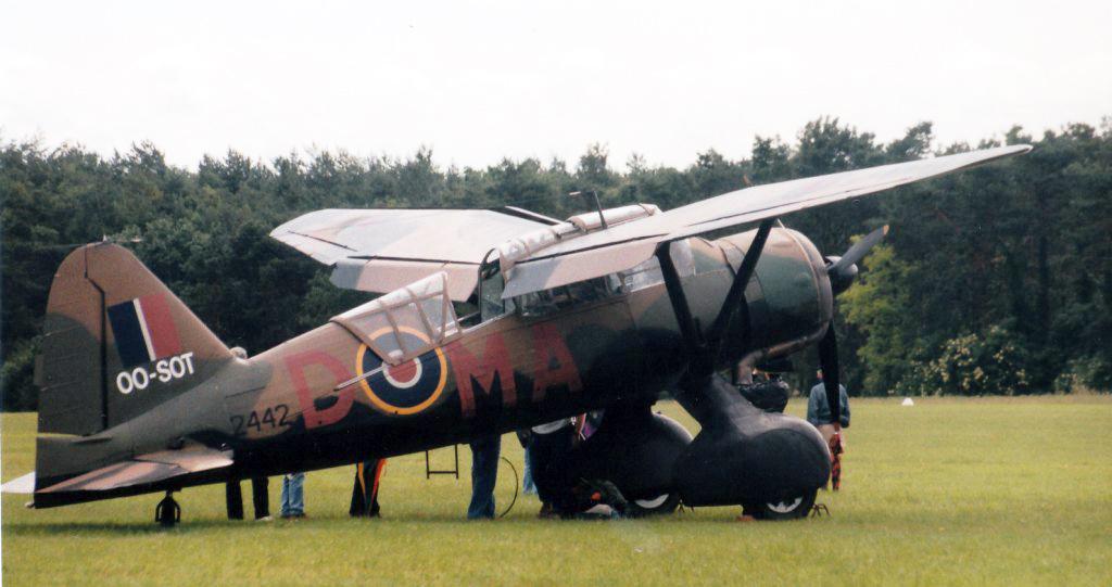 Matériels aéronautiques de la Seconde Guerre mondiale - Page 6 090213120312540383145726