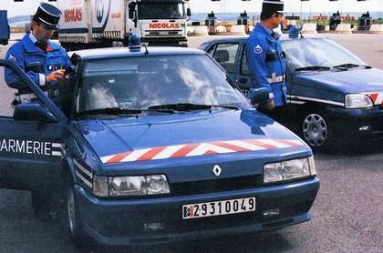 Quelques véhicules d'exception de la Gendarmerie 090324085005537573366099