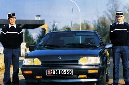 Quelques véhicules d'exception de la Gendarmerie 090324085005537573366100