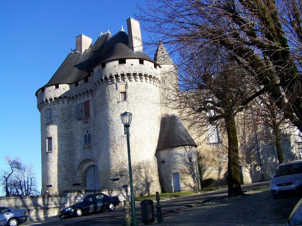 viree08 ECT - a Barbezieux 16 chateau 7369