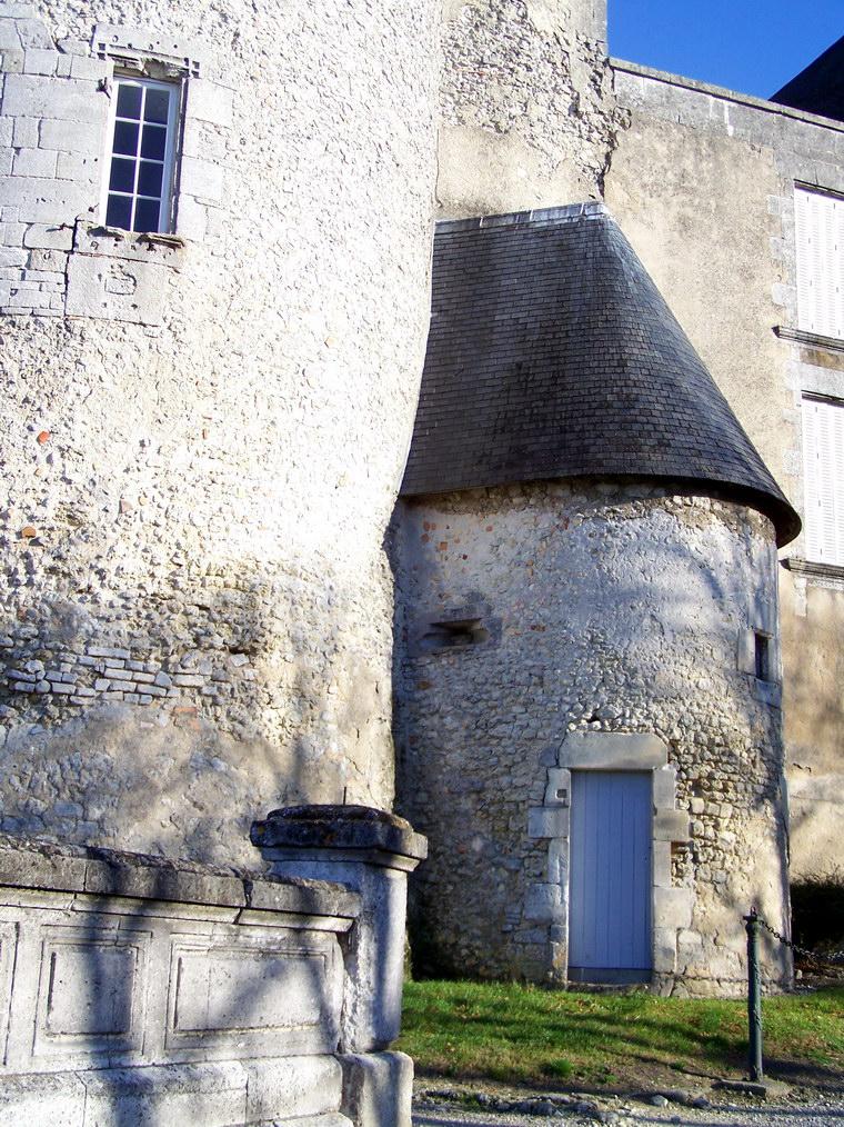 viree08 ECT - a Barbezieux 16 chateau 7371