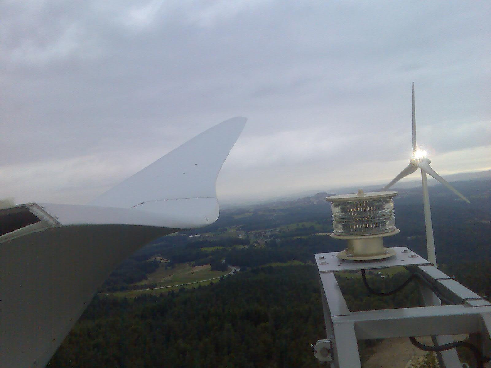 Les éoliennes de Fruges s'amusent 090516013336681053668229.jpg