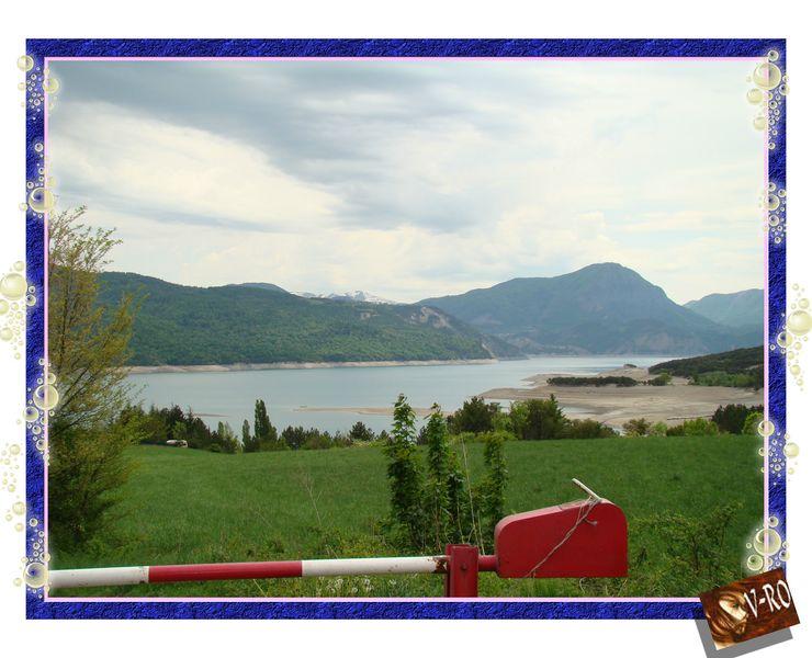 Le lac de Serre Poncon  vue de la route vers Savine © v-ro