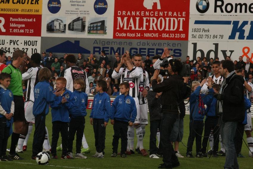 FCV Dender EH - R.Charleroi.S.C. [Photos] 1-2 090517120223533123673771