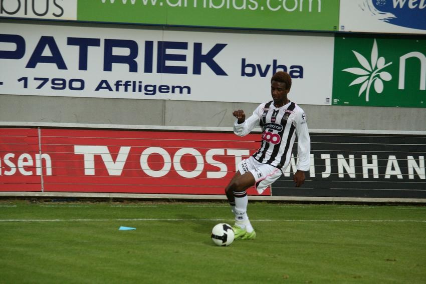FCV Dender EH - R.Charleroi.S.C. [Photos] 1-2 090517121109533123673825